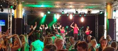 Scholengemeenschap ROC Friese Poort viert jubileum in De Harmonie   feestband.com