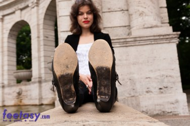 Giantess Miez High Heels soles