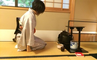 Tea Ceremony Workshop Ju-An Kyoto: www.feetonforeignlands
