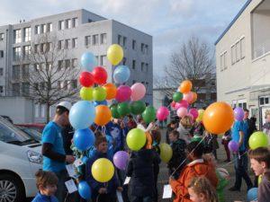 Ballonwettbewerb im Rahmen der Lego Bautage in der FeG Mannheim.