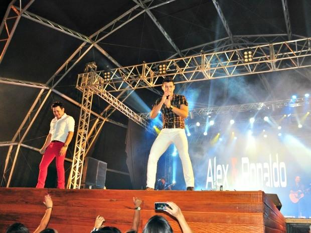 Dupla sertaneja de Recife, foi uma das atrações da segunda noite do Festival do Açaí (Foto: Vanisia Nery/ Arquivo pessoal)