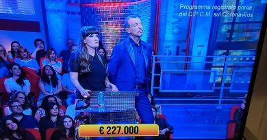 """Signor Felice Balsamo, 45 anni da Napoli  É lei che sta guardando per la diecimilesimavolta la stessa puntata dei """"Soliti Ignoti"""" indovinando anche"""