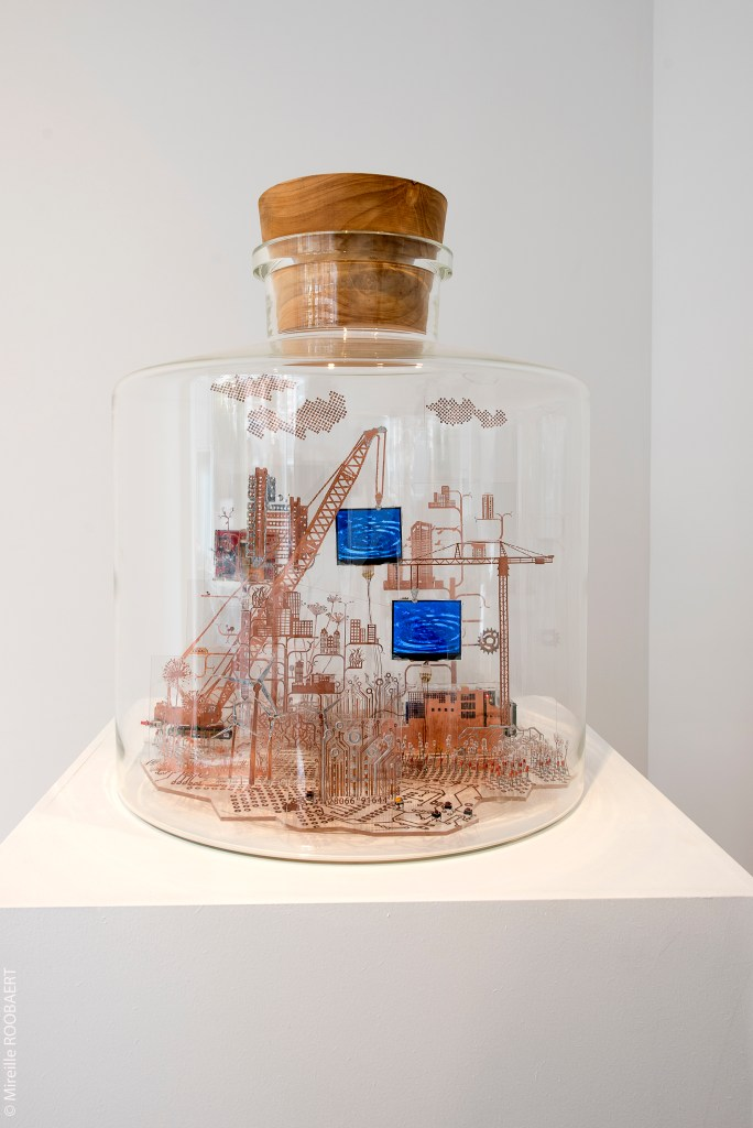 Nandita Kumar    pOLymORpHic hUMansCApE , 2013  Elements used: Copper, Acrylic, PCB components, Raspberry Pi, Sensor, LCD Contains 2 videos which are time lapsed and stop motion technique is used.   Size: 50cm diameter, 60cm height  Photographic credits: Mireille Roobaert Photographe