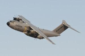 Airbus_A400M_F-WWMZ_DXB_2013-11-18_04klein