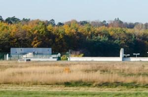 Airport_FRA_2013-11-11_Planespotting_RWY_18_Affenfelsen