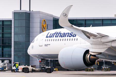 Lufthansa Airbus A350 D-AIXA in FRA 39