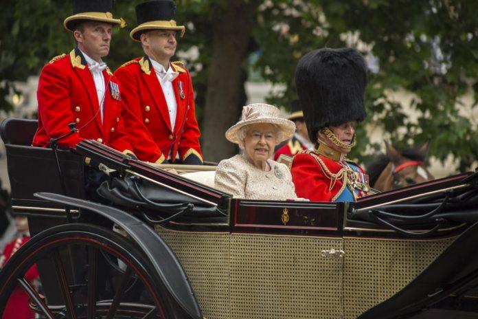 Rainha Elizabeth II e o príncipe Philip completam 70 anos de casados