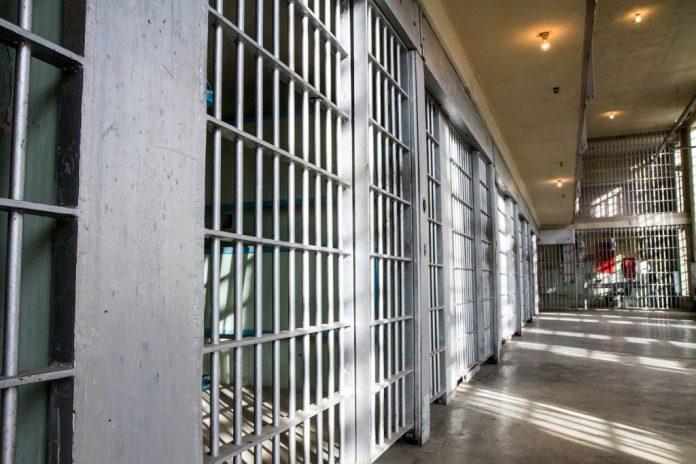 Idosas no Japão cometem crimes para morar na cadeia