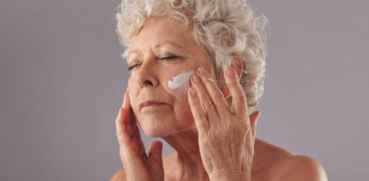 Como fazer limpeza da pele em casa