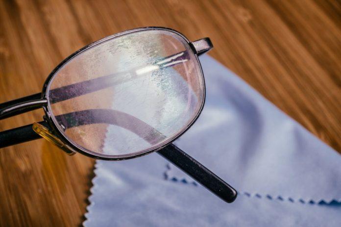 7 dicas para limpar os óculos corretamente
