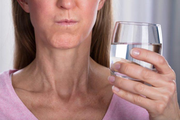 6 tipos de Gargarejos para tratar Garganta Inflamada