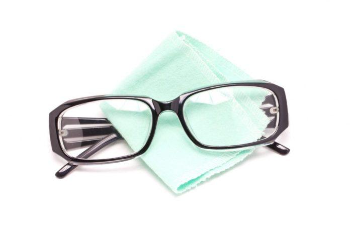 9 dicas para limpar e conservar os óculos