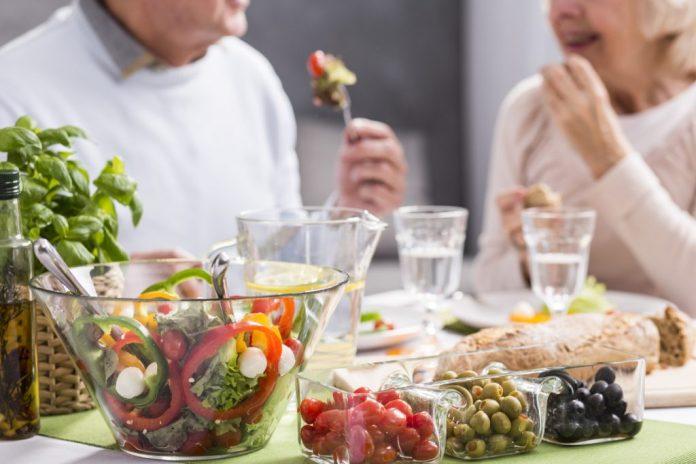 Alimentação na terceira idade – 4 tipos de alimentos importantes