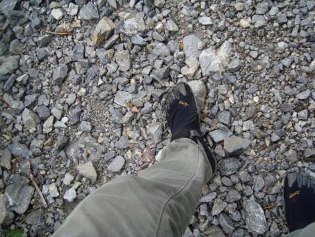 Fivefingers Treksport in montagna. Fivefingers on the mountains