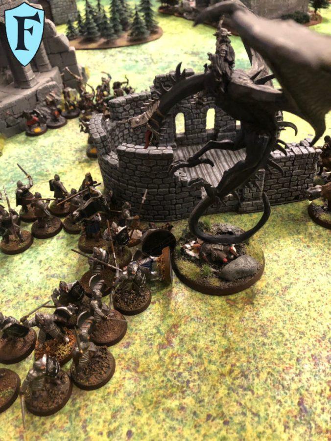 Hexenkönig von Angmar auf geflügelten Schatten und Krieger von Minas Tirith