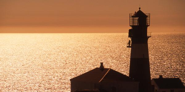 Dormire in un faro: un\'esperienza imperdibile per chi ama il mare d ...
