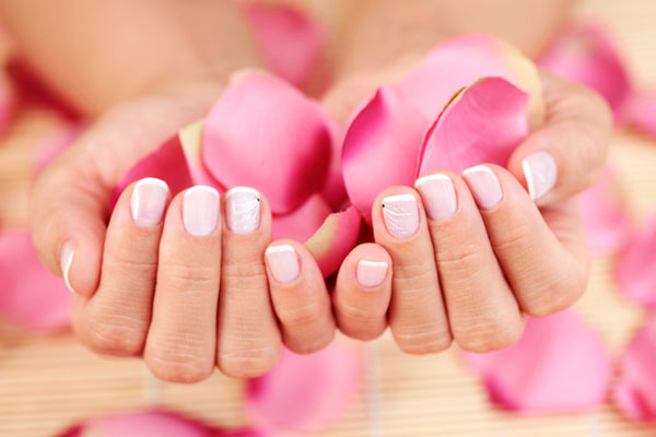 La cura delle unghie per una manicure perfetta