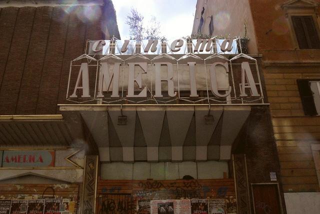 Cinema america occupato grandi nomi si mobilitano contro for Noto architetto torinese