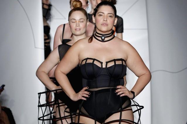 Modelle curvy in passerella alla New York Fashion Week