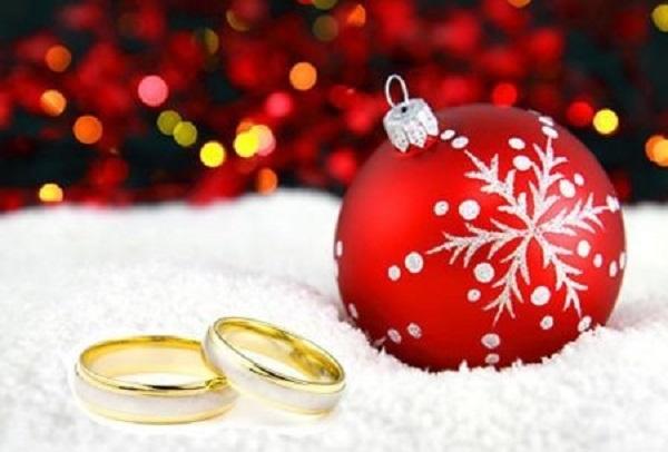 Proposta di matrimonio sotto l'albero