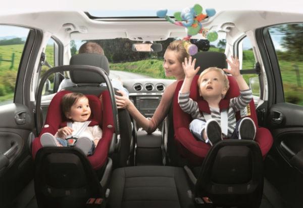 Viaggiare in auto coi bambini: 5 accorgimenti per rendere più breve il viaggio