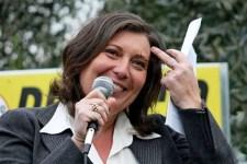 De Luca, solidarietà al femminile in politica per la Ciarambino