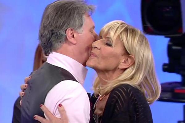 Uomini e donne trono over: il bacio di Gemma e Giorgio, tra i due è di nuovo amore?