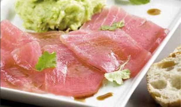 Carpaccio di filetto di tonno con pesto al coriandolo