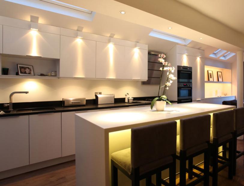 5 consejos prcticos para iluminar tu cocina  Reformas de cocinas baos e interiores en Barcelona