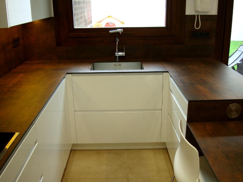 Una cocina de diseo integrada en el saln  Reformas de cocinas baos e interiores en Barcelona