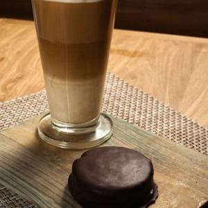 Café con alfajores prensa web