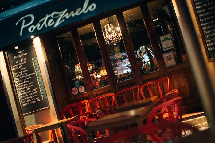 Happy hours, cenas y una amplia variedad de bebidas se disfrutan al aire libre en Portezuelo