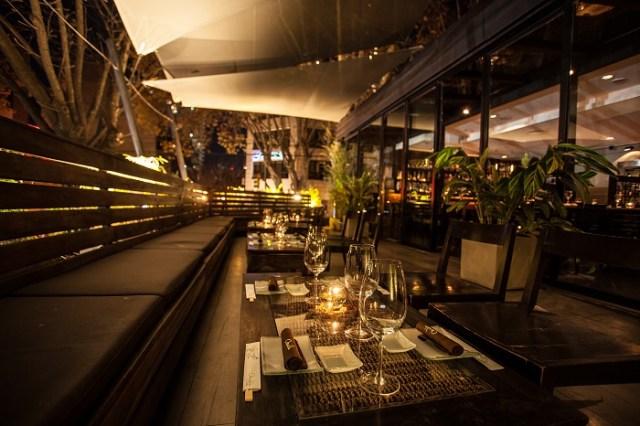 Creativa cocina nikkei al aire libre en Osaka