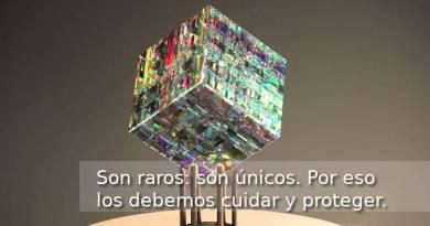 Escultura «Chroma cube», del escultor en cristal Jack Storms