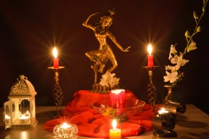 dreamstime_m_55047920-statue and candles