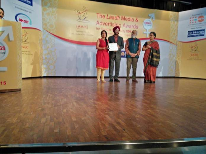 Founder Japleen Pasricha receives the award and trophy for our #16days campaign conducted in 2014.