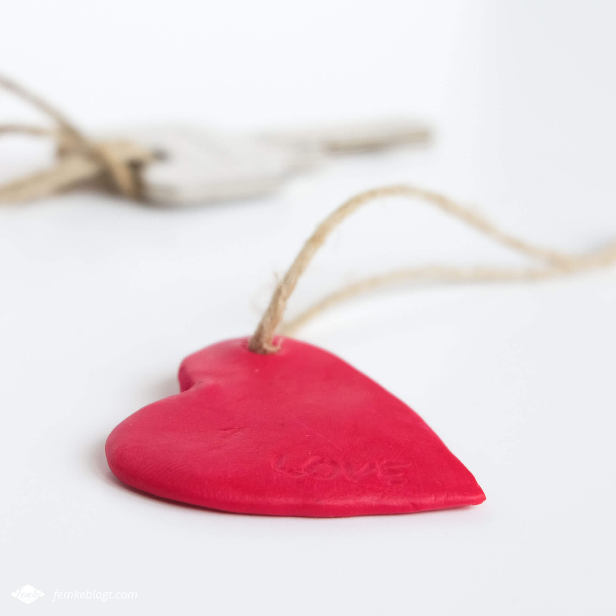 DIY valentijnshartjes van FIMO klei | Maak een persoonlijk hartjes sleutelhanger als cadeau voor Valentijnsdag