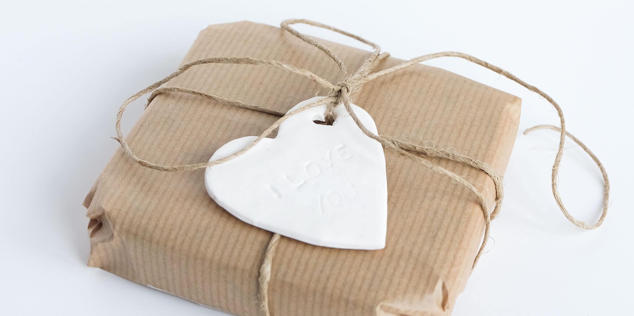 DIY valentijnshartjes van FIMO klei | Maak je Valentijnscadeautje nog liever met een hartje met tekst van FIMO klei