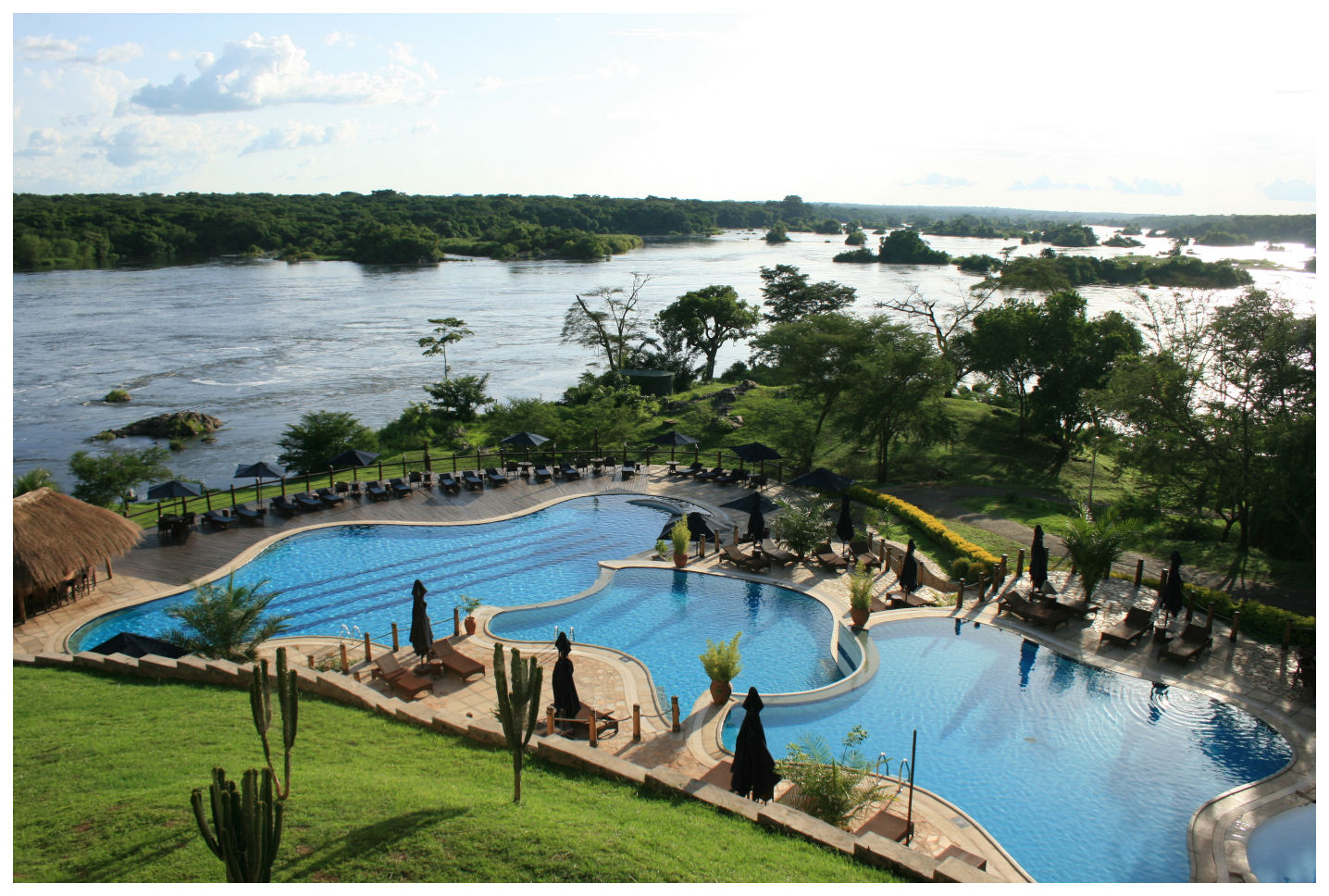Femme hub top 7 hotel swimming pool views in east africa for Knebel design pool ug