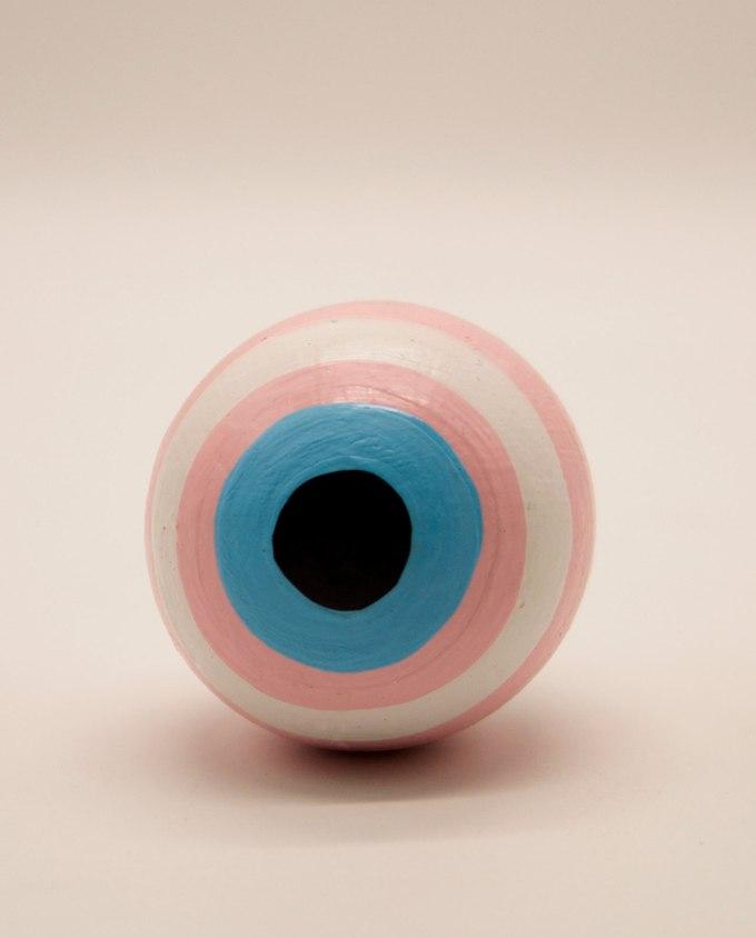 Σφαίρα ματάκι ξύλινη χειροποίητη διαμέτρου 8 cm ροζ