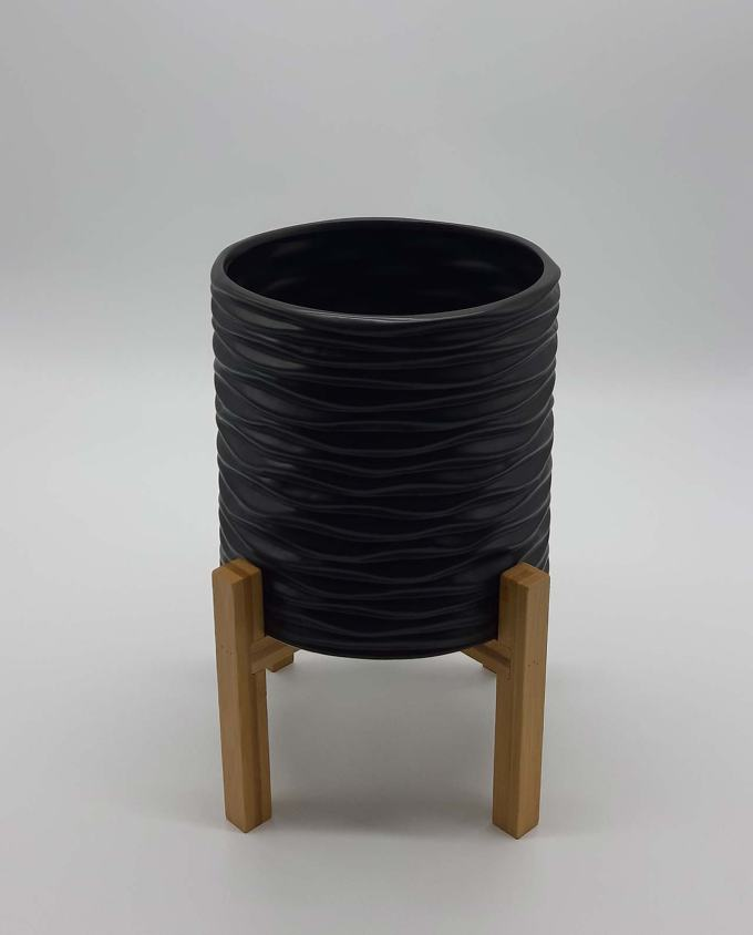 Pot ceramic black on legs height 29 cm