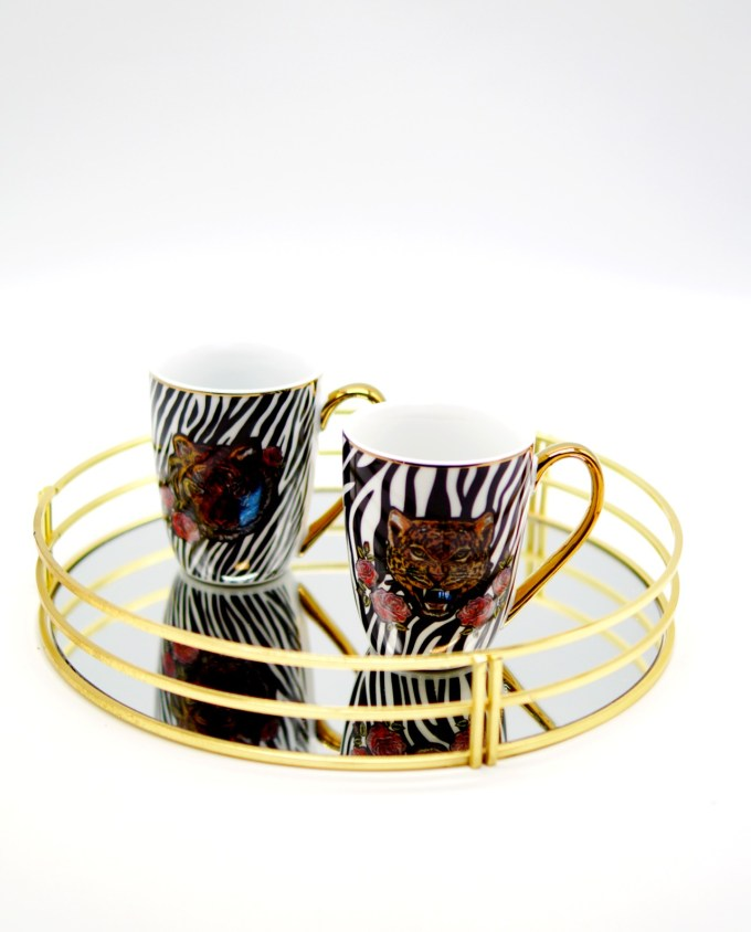 Golden tray with mugs