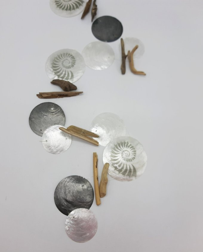 garland mother of pearl with nautilus paint and brown driftwood length 180 cm