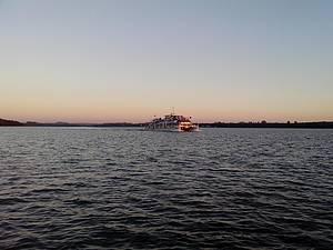 Passeio de catamarã no Lago de Itaipu