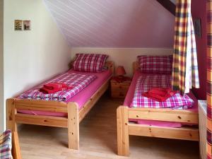 Wohnzimmer mit Schlafecke