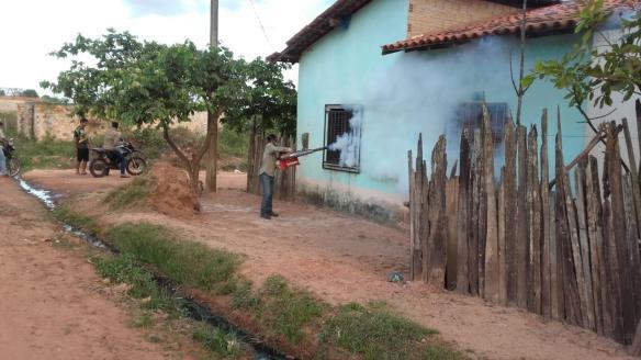 Equipes da FUNASA realizam serviços de fumacê em dois bairros de Governador Nunes Freire