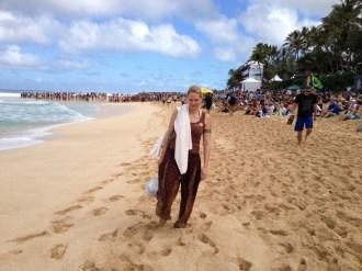 Hawaii O´ahu North Shore - Billabong Pipemasters 2014 - mit den Füssen im Sand