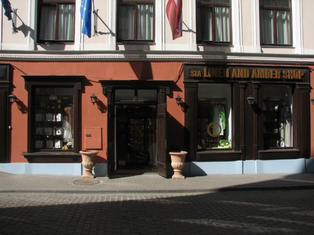 riga-linen-and-amber-shop