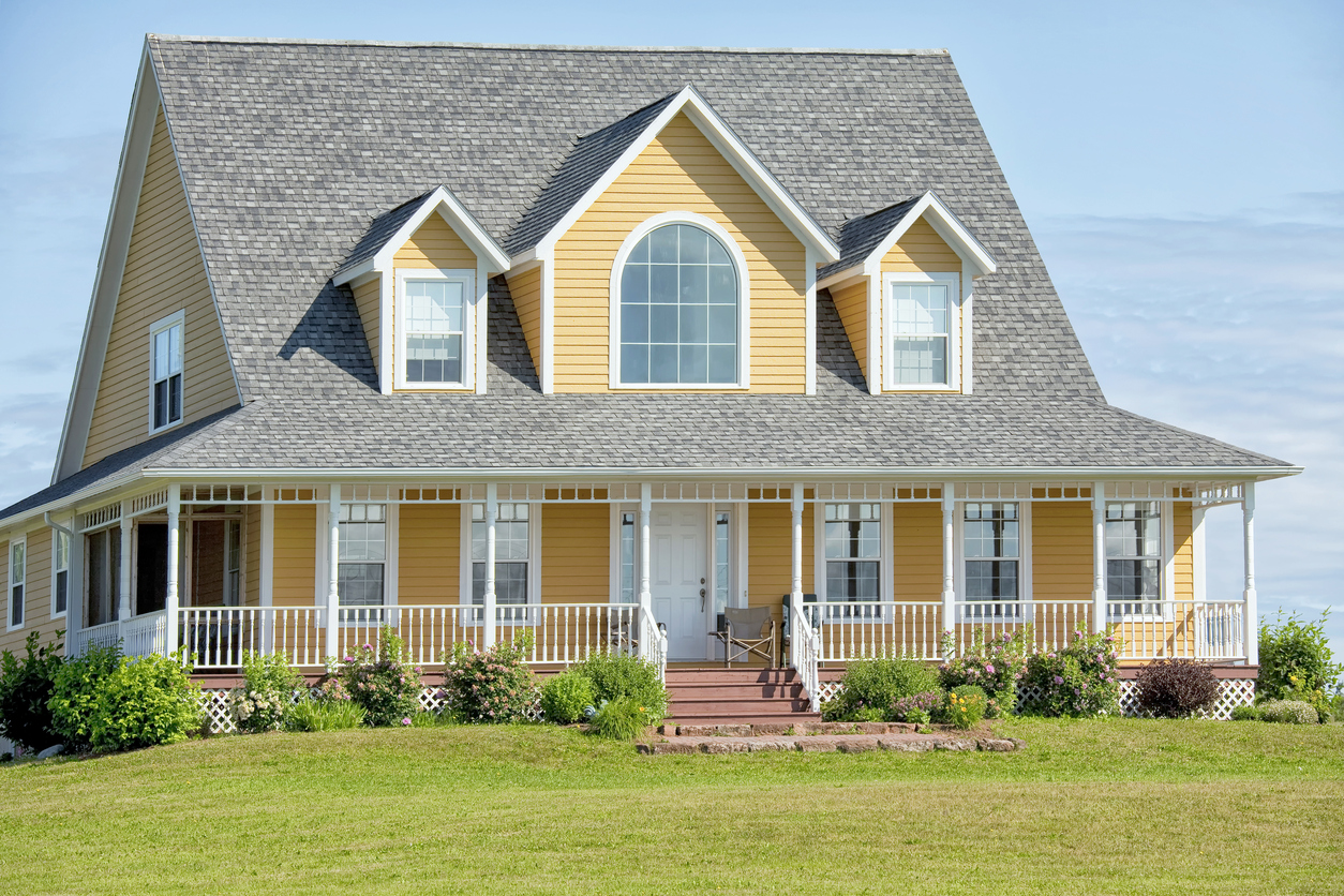 3 Reasons Why New Vinyl Siding Should Be Your Top Priority Right Now