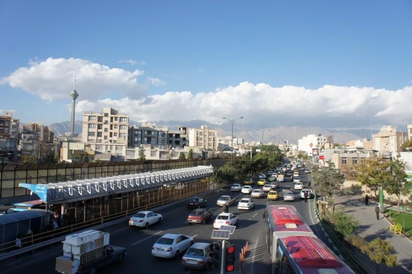 Tehran: Blick auf Alborz-Gebirge und Milad-Tower